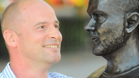 Amateur sculpter Rob Pewsey is looking to get £3,000 backing to produce a bronze sculpture of John P