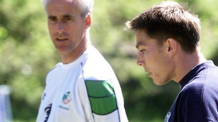 Mick McCarthy watches Matt Holland train during their time work together with the Republic of Irelan