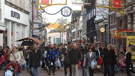 Last minute Christmas rush in Ipswich Town centre