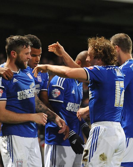 Stephen Hunt celebrates with Daryl Murphy after his Tuesday match-winner