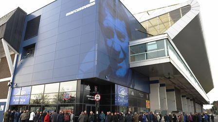Queues outside Planet Blue ITFC for cup replay tickets