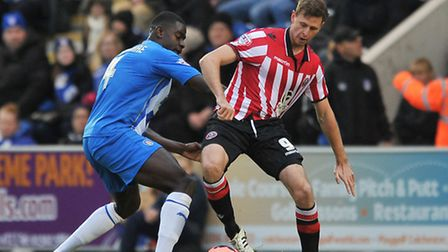 New U's signing Chris Porter tussles with Magnus Okuonghae
