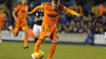 Freddie Sears shoots at Millwall on his debut