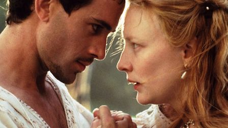 A scene from the film Elizabeth with Queen Elizabeth I (CATE BLANCHETT)and Lord Robert Dudley( JOSEP