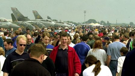 EADT NEWS CROWDS AT MILDENHALL AIRSHOW. 2001 PIC MICHAEL HALL. EADT 14 02 03 EADT 12 08 04