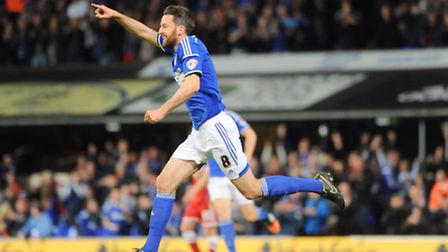 Ipswich Town FC v Cardiff FC. Sky Bet Championship. Cole Skuse scores for Town taking them to a 2-1