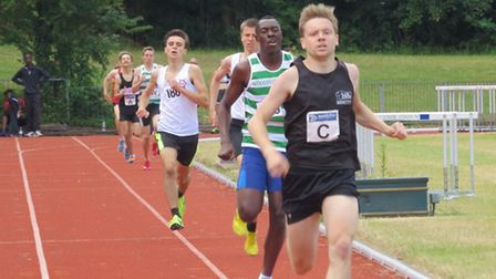 Tom Gifford [Black Vest] on his way to a great win in his 800m