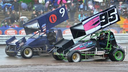 Sammy Mileham (#9) powering his way to the Sprint Cars English title