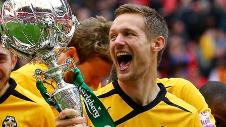 Ian Miller celebrates winning the FA Trophy with Cambridge United in 2014