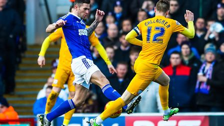 Daryl Murphy battles with Paul Gallagher during the Ipswich Town v Preston North End (Championship)
