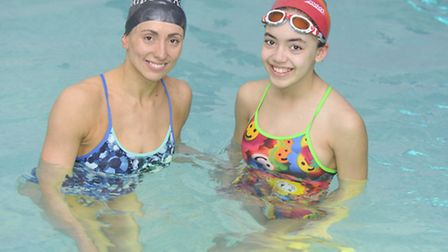 Zoe Cooper, an ex-British synchronised swimming champion, taught kid vlogger Amazing Arabella a rout