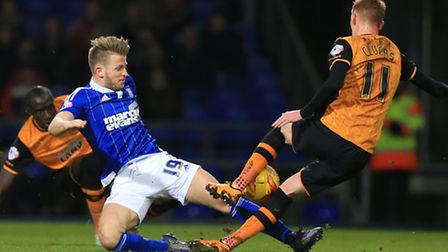 Ipswich Town's Luke Hyam (centre) and Hull City's Sam Clucas (right) battle for the ball during the