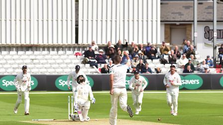Essex v Gloucestershire. Essex County Cricket Ground. Matt Dixon takes out Cameron Bancroft with t