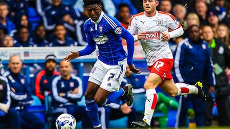Ainsley Maitland-Niles gets away from Harry Bunn during the Ipswich Town v Huddersfield Town (Champi