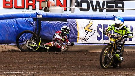 Lasse Bjerre crashes with James Sarjeant taking advantage as the Witches gain a maximum 5-1 in the o