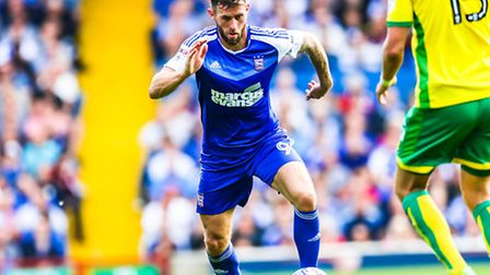 Daryl Murphy on the ball during the Ipswich Town v Norwich City (Championship) match at Portman Road
