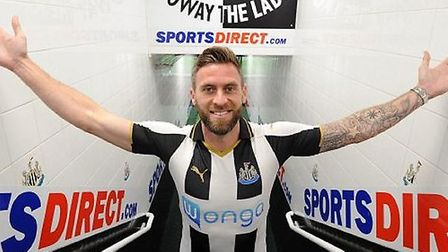 Daryl Murphy has completed his transfer from Ipswich Town to Newcastle United.