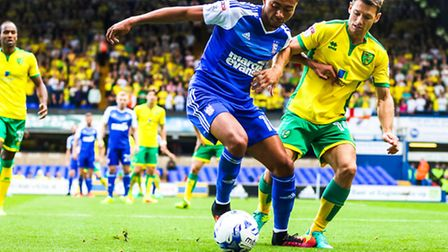 Grant Ward battles with Wes Hoolahan during the Ipswich Town v Norwich City (Championship) match at