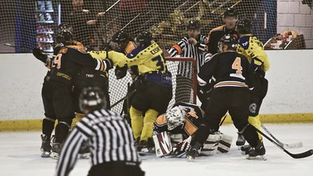 Things get heated between the Chelmsford Chieftains and Oxford Stars