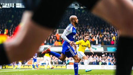 David McGoldrick pictured through the legs of the linesman during the Ipswich Town v Leeds United (S