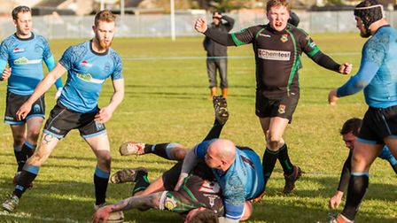 Nick Woodley defends a try.