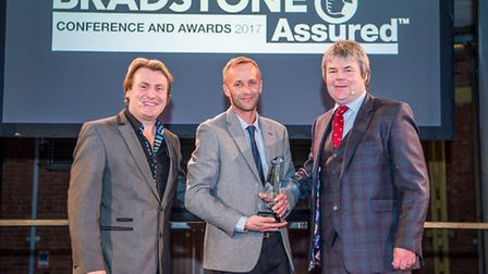 Lee Harvey, centre, receives his award from David Domoney, left, and Toby Stuart-Jervis. Photo: Mar