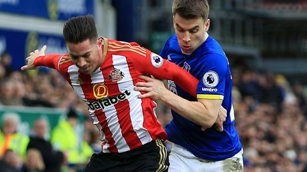 Sunderland's Bryan Oviedo (left) and Everton's Seamus Coleman battle for the ball during a Premier L