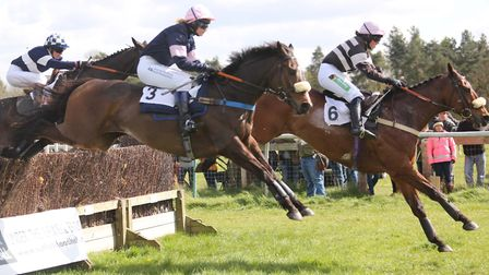 Action from the Ppora Club Members Race for Novices at Higham