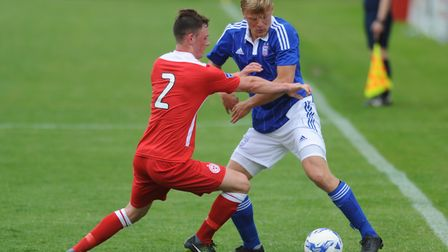 Jonathan Parr tussles with Darragh Gannon of Shelbourne in 2015.