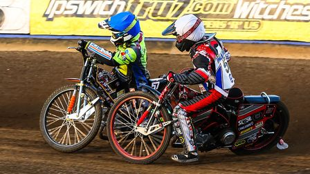 Connor Mountain locks up in front of Michael Palm Toft during heat four of the Ipswich v Scunthorpe