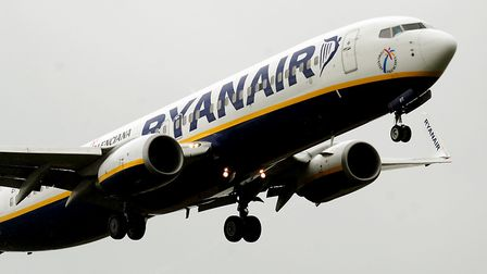 Ryanair has posted an increase in first-quarter profits but warned that fares will come under pressu