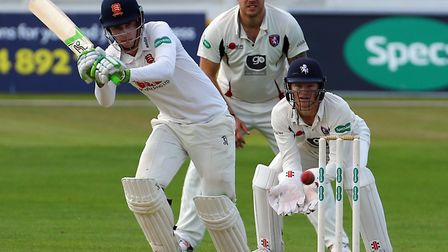 Dan Lawrence teamed with Ravi Bopara to steady the Essex ship after a first innings collapse. Pictur