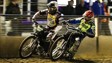 Danny King inside Ricky Wells in the opening heat of the Ipswich v Edinburgh (play-off semi final) m