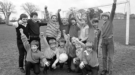What was the football team at Sidegate Lane Primary School, Ipswich, celebrating in March 1985. Can