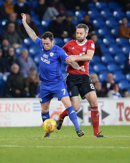 Cole Skuse tries to get to grips with Cardiff's Lee Tomlin Picture Pagepix