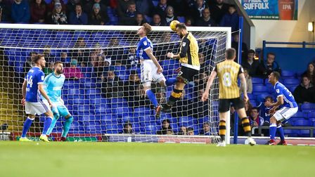 Atdhe Nuhiu scores an injury time equaliser for Sheffield Wednesday in the 2-2 draw. Picture: STE