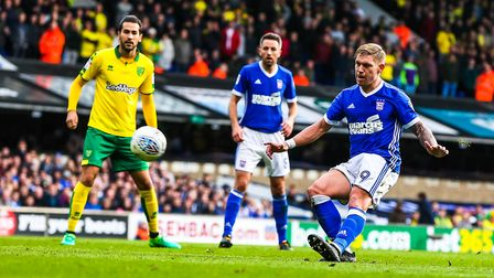 Martyn Waghorn with a late lob that went over the bar in the Ipswich Town v Norwich City match. P