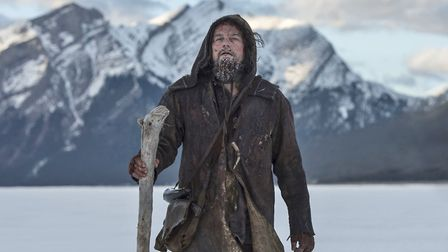 Guided by sheer will and the love of his family, Hugh Glass (Leonardo DiCaprio) must navigate a vici