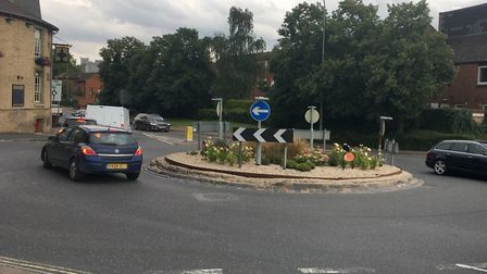 Plans to replace the Tayfen Road roundabout in Bury St Edmunds with four-way traffic lights have bee