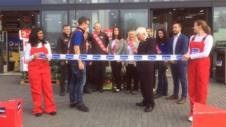 Suffolk Coastal chairman Chris Blundell officially opens Wickes in Martlesham Heath. Picture: WICKES