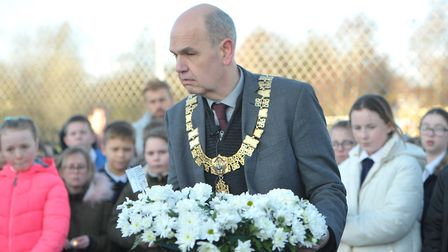 Mayor Nick Barber lays a wreath. Picture: SARAH LUCY BROWN