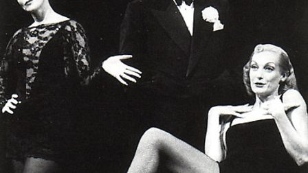 Ruthie Henshall as Roxie Hart in the 1997 West End production of Chicago with Henry Goodham and Utte