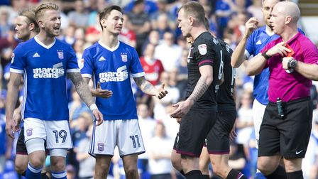 Luke Hyam argues with the ref after Grant Ward is sent off. Picture: Steven Gardiner