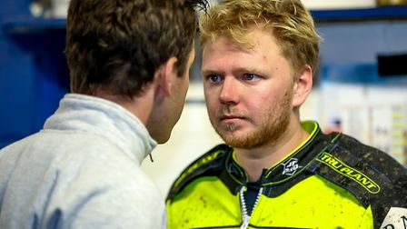 Witches team manager Ritchie Hawkins speaks with Cameron Heeps during the interval in Saturday night