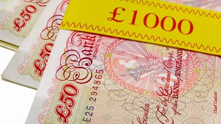 Anyone travelling between non-EU countries and the UK must declare cash of 10,000EUR or an equivalen