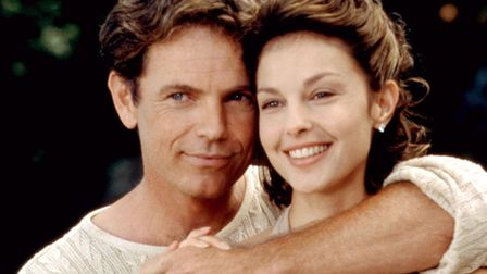 Ashley Judd as Libby Parsons with her seemingly devoted husband, played by Bruce Greenwood, in the