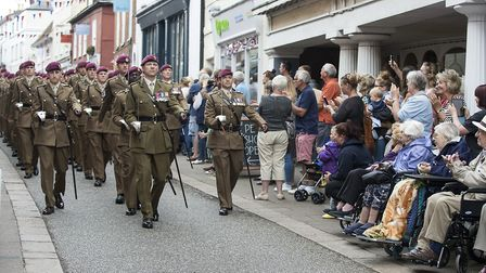 Residents of Woodbridge show their appreciation to 23 Engineer Parachute Regiment during their Freed