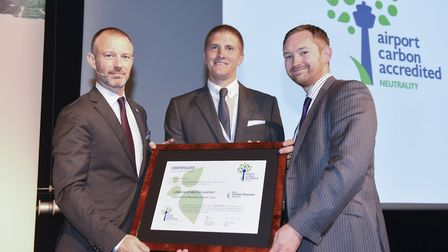 Stansted Airport award: Olivier Jankovec, Director General of ACI EUROPE (Left) presenting London S