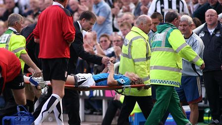 Bad injuries: Newcastle United manager Glenn Roeder checks on Jimmy Bullard as the Fulham player is