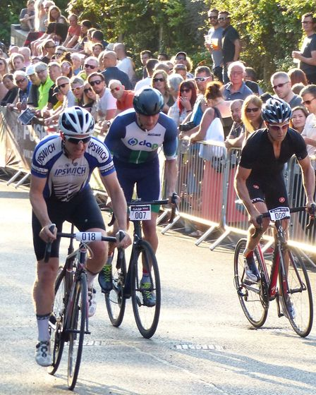 Former king of Gas Hill Peter Ingram (018) leads Charlie Jones (DAP) at the Gasp Up Gas Hill. Pictur